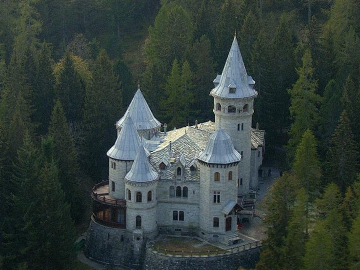 Castello Savoia Gressoney Saint Jean